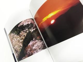 産経新聞で連載した写真コラムが書籍化。「日本遊行 美の逍遥」(日本興業新聞社)。寺社、祭り、工芸など自らが取材・撮影し、執筆も行っている。