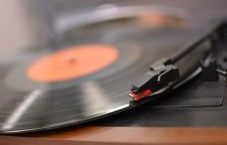 01 アナログレコードが再燃。若い世代・女性ファンを取り込んで市場拡大