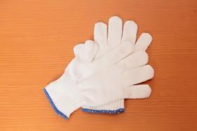 「軍手」 屋外で、熱くなった網や鍋を掴んだり、チップを足したりする時に使う。