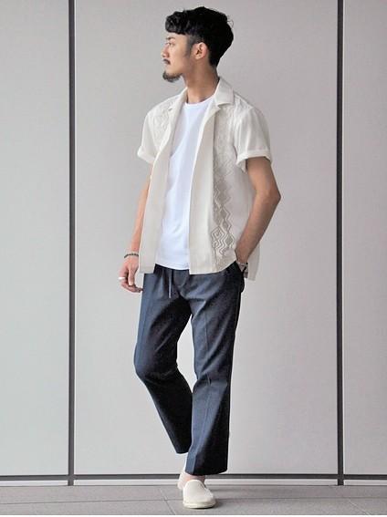 EDIFICE「ウィークエンド」のキューバシャツ1万6000円(税抜)
