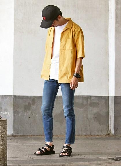 「ジャーナル スタンダード レリューム」のオープンカラーシャツ7000円(税抜)