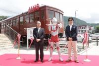 "『FUJIYAMA JINS』河口湖にオープン!! ウルトラマンが""特別店長"""