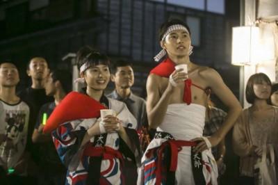 第2週#12より。エキストラも多数参加した「輪島大祭」のシーン(C)NHK