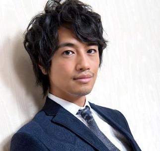 俳優デビュー15年目にして一躍\u201cときのひと\u201dになり、現在は連続ドラマ『医師たちの恋愛事情』(フジテレビ系)主演、CM、イベント出演など幅広く活躍中の 斎藤工。
