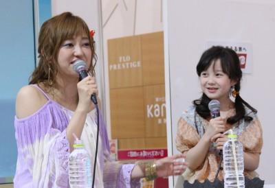 5月10日にイオンモール船橋で行われた菊地亜美、本田紗来のトークショー