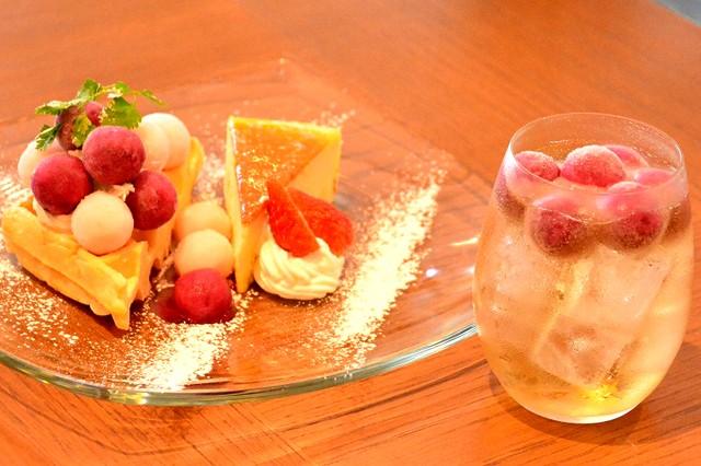 (左)『アイスの実×SWEET SET』(単品税込980円/ドリンクセット同1180円)/(右)『アイスの実×ソーダ』(同480円)