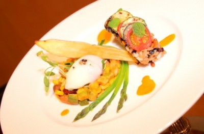 『第14回東急ホテルズ料理コンテスト』のランプリを獲得した「野菜と穀物のスパイシーカレー 菜園仕立て」