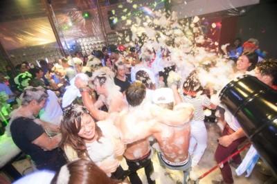 東京・青山にある「Crystal Lounge」の「泡パーティー」