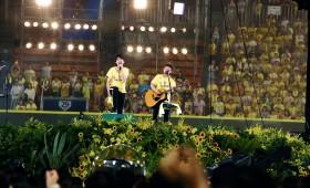 ゆず、ドラマが生まれた横浜スタジアムの弾き語りライブ!3万人で雨上がりの大合唱