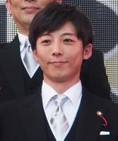 高橋一生、透明人間的な名バイプレイヤー 『民王』秘書役で注目
