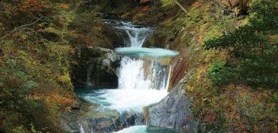 5つの滝と7つの滝壺からなる『七ツ釜五段の滝』