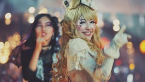 AKB48の41stシングル「ハロウィン・ナイト」MVより(渡辺麻友)