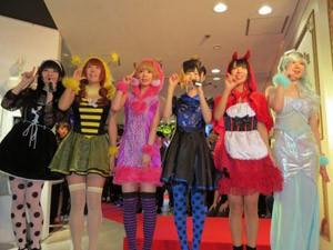 SHIBUYA109 NIGHTでハロウィンコスプレショーに登場したでんぱ組.inc