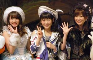 『ピューロハロウィーン2015』に登場した(左から)大和田南那、西野未姫、指原莉乃