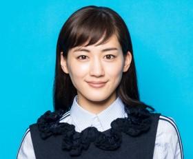 綾瀬はるかインタビュー『三谷幸喜監督の撮影現場での発見—新しい自分に出逢えた』