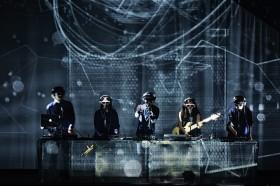 サカナクション、革新的な演出とロックバンドとしてのダイナミズムで魅せた日本武道館2days公演