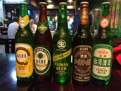 (左から)台湾ビール 蜂蜜ビール/台湾ビール クラシック/台湾ビール生18days/台湾ビール MINE黒麦/台湾ビール 金牌