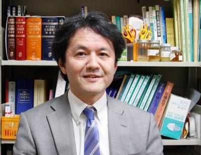 摂南大学薬学部 矢部武士教授