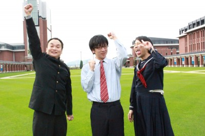 神戸学院大学附属高等学校の学校説明会にやってきたおおかわら先生と、男子中学生・野田くん、女子中学生・和田さん