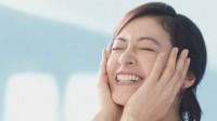 """黒谷友香が画面いっぱいに""""ぷるんな、美肌""""披露"""