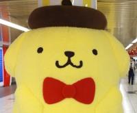 """誕生20周年・ポムポムプリンが新宿駅に出現!! みんなに""""超癒し""""体験を提供"""