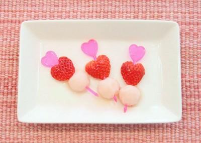 ピックで苺と『アイスの実』をひとつに!