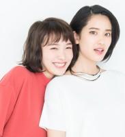 飯豊まりえ&山崎紘菜インタビュー『若手新鋭女優の近すぎる距離感!? 抱きしめられて生まれた感情』