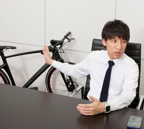 """""""進化する自転車""""に、自身もワクワクしているという辻本氏"""