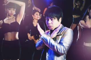 米歌手メーガン・トレイナーの新曲「NO」の日本独自ミュージックビデオで流し目をおくる井上