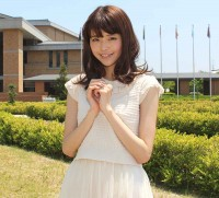 人気モデル鈴木優華が関西外国語大学でドキドキ体験!