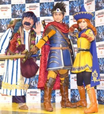 この夏には、『ドラゴンクエスト ライブスペクタクルツアー』 と題した全国5会場を巡るアリーナショーも開催された (左から)トルネコ役の芋洗坂係長、主人公・勇者役の松浦司、アリーナ役の中川翔子 (C)ORICON NewS inc.