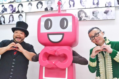 """「PASMOのロボットの""""決めポーズ""""もかわいいんじゃない?」と一緒にポーズ!"""