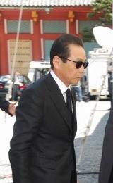 赤塚不二夫さんの告別式で弔辞を述べたタモリ