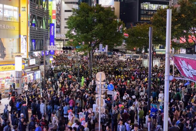 渋谷のハロウィンの様子。今年も大いに盛り上がりを見せたが、参加者は昨年に比べて地方から来た方が多く見られた