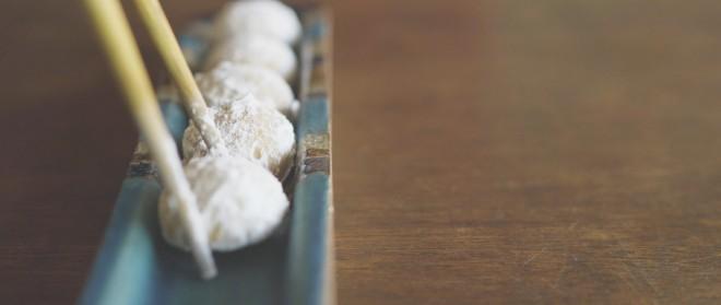 出来上がったのは、一口サイズの焼き菓子「ピーナッツスノーボール」。