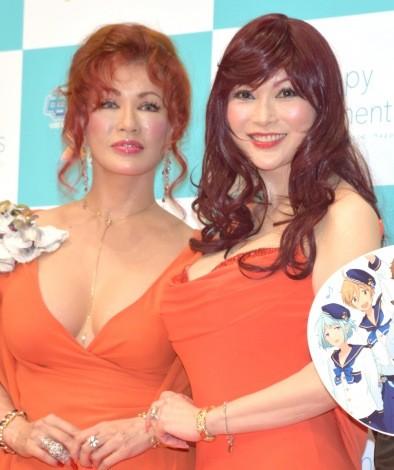 『冬コミ』に参加した(左から)叶恭子、叶美香