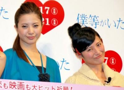 (左)吉高由里子のものまねで知られる(右)福田彩乃