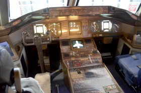 コックピットも忠実に再現。飛行機好きな人なら一度は憧れた席なのでは…。実際に座ってみると操縦している気分に浸れますよ☆
