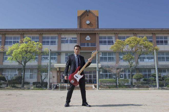 はなわの13年ぶりとなるCDシングル「お義父さん」、ミュージックビデオは地元・佐賀で撮影された