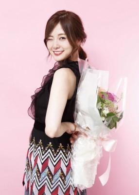 『Ray』(主婦の友社)の専属モデルとしても大人気の白石麻衣 写真:西岡義弘