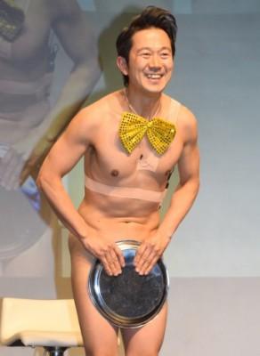 裸芸で大反響を巻き起こたアキラ100%