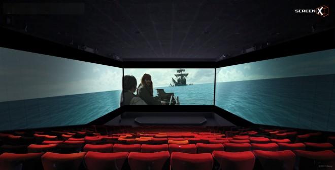 日本初上陸した3面映画上映システム・ScreenXで上映されている『パイレーツ・オブ・カリビアン/最後の海賊』(C)2017 Disney Enterprises, Inc. All Rights Reserved.