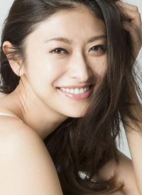 強いプレッシャーを抱えている女性たちに向けてコメントを寄せた女優・モデルの山田優
