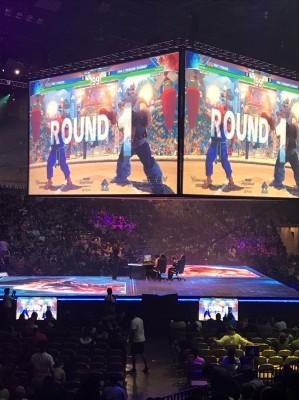 7月14日にラスベガスで開催された、世界最強の座を争う格闘ゲームの祭典『Evolution 2017』。豪華絢爛な会場はまさに夢の舞台。写真撮影:大須晶