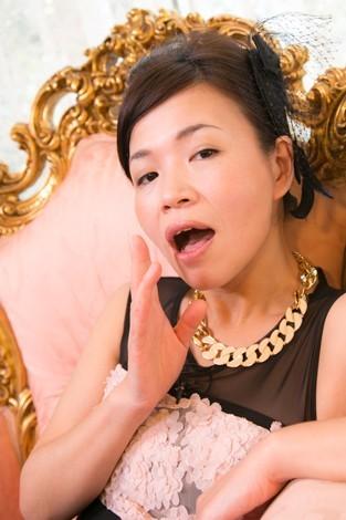 """""""女らしさ""""を笑いに変えた大久保佳代子(写真:田中達晃)"""