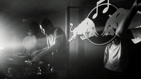アカデミーからはFlying Lotus,やHudson Mohawkeといった著名アーティストも輩出。 写真:Red Bull Music Academy Presents Flying Lotus with My Man Henri 2009-Canada
