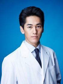 西山直之(永山絢斗) ゆとり世代の新米医師。いつもテンションが低く、権威に重きを置く医師たちに対してもドライな態度を貫いている。