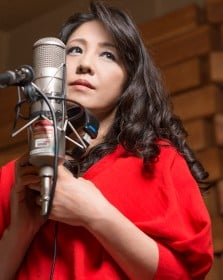 森川美穂、子育て経て再び歌手活動を本格化 セルフカバーベストで新境地