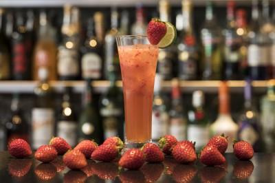 『Dining&Bar TENQOO』の『山椒香る苺のモスコミュール』