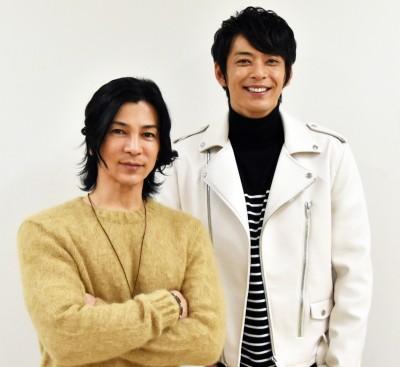 武田真治(左)